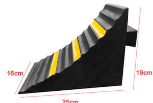 Chặn lùi xe nhựa 005 (250x160x190) mm L x W x H 3.5kg/cái